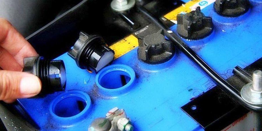 Как меняются свойства электролита в аккумуляторе