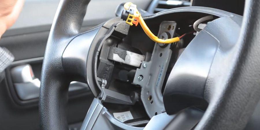 Процесс установки кнопок Kia Rio (2)