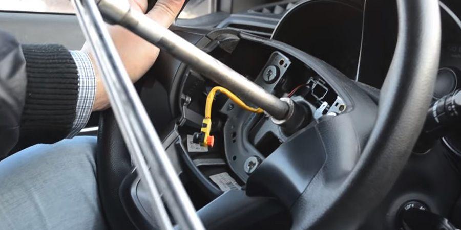 Процесс установки кнопок Kia Rio (3)