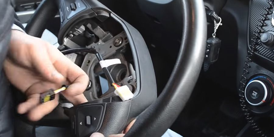 Процесс установки кнопок КИА РИО (6)