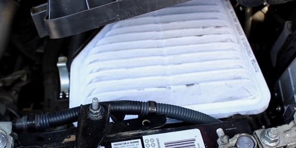 Как поменять воздушный фильтр в Тойоте Рав 4