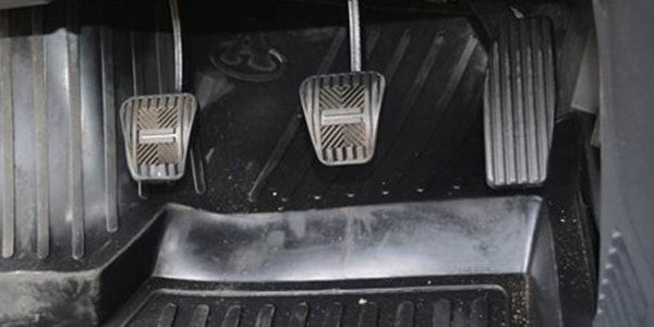 Провал при нажатии на педаль газа