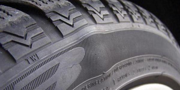 Шишка на шине опасна или нет, и что делать
