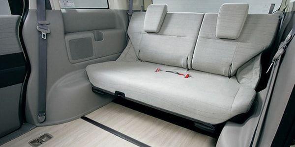 Снять задний диван в Toyota Camry