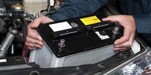 Какую кислоту заливают в аккумулятор автомобиля