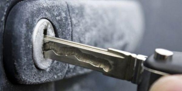 Чем смазать замки авто чтобы не замерзали