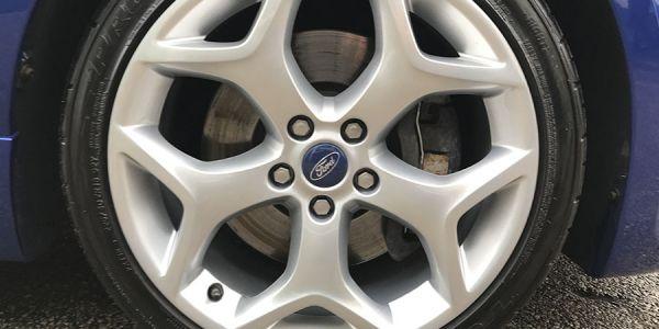 Замена тормозных дисков в Форд Фокус 3