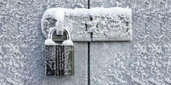 Как открыть замерзший замок гаража