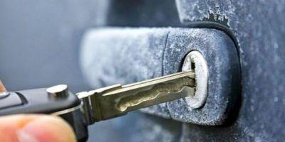 Как избежать примерзания уплотнителей автомобильных дверей зимой