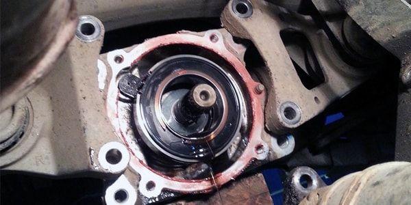 Процесс замены сальника редуктора в Тойота Рав 4