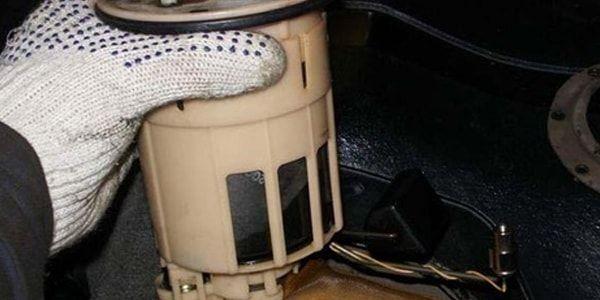 Как поменять фильтр топливной системы в Toyota Corolla