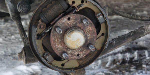 Замена задних тормозных колодок в KIA Spectra