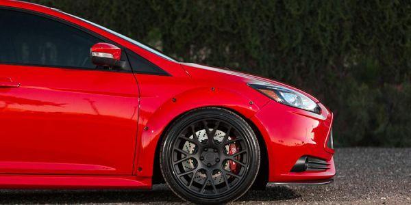 Замена тормозных колодок в Форд Фокус 3
