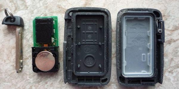 Как поменять батарейку в ключе Тойота Рав 4