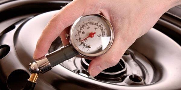 Давление в шинах легкового автомобиля: на что влияет, чем опасно повышенное или пониженное давление, как часто нужно проверять, полезная таблица