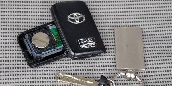 Замена батарейки в ключе Toyota Corolla