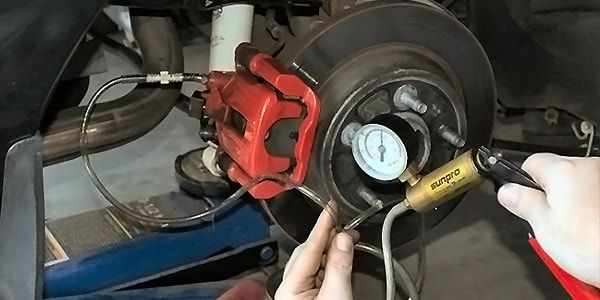 Замена жидкости в тормозной системе автомобилей японской марки Nissan
